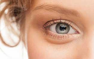 Om je ogen beter en langdurig te hydrateren zijn oogdruppels of kunsttranen een perfecte oplossing