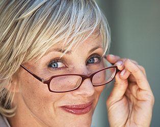 Encore plus belle avec mes lunettes ? Oui, grâce à nos astuces maquillage !